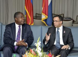Cancilleres Lener Renaul de Haití y Andrés Navarro de República Dominicana