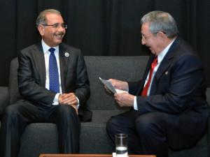 El presidente Dominicano, Danilo Medina y el presidente cubano, Raúl Castro, en su más reciente  visita a esa Isla.