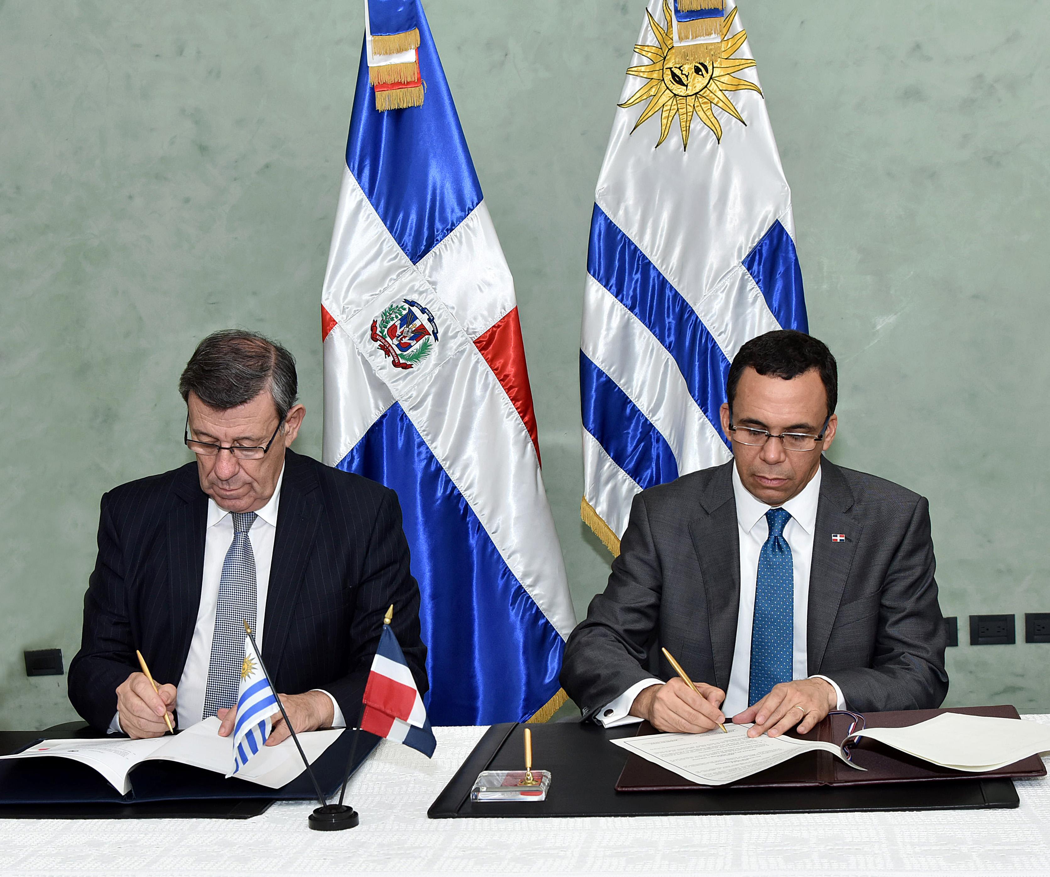 CANCILLERES RD Y URUGUAY FIRMAN ACUERDO (1)
