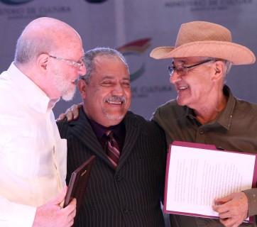 Francisco Ulloa recibe placa