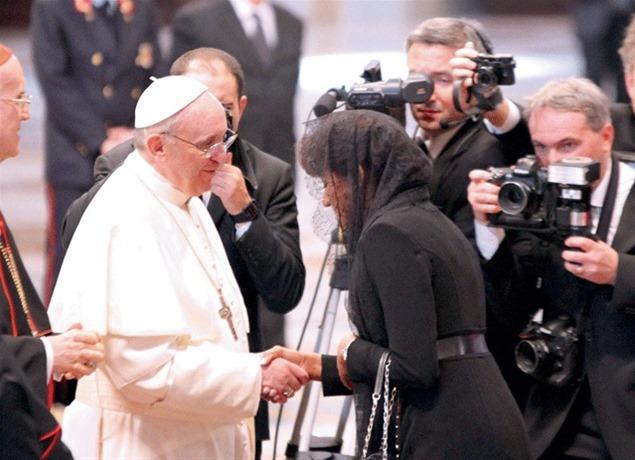 Primera Dama Candida Montilla de Medina con el Papa Francisco