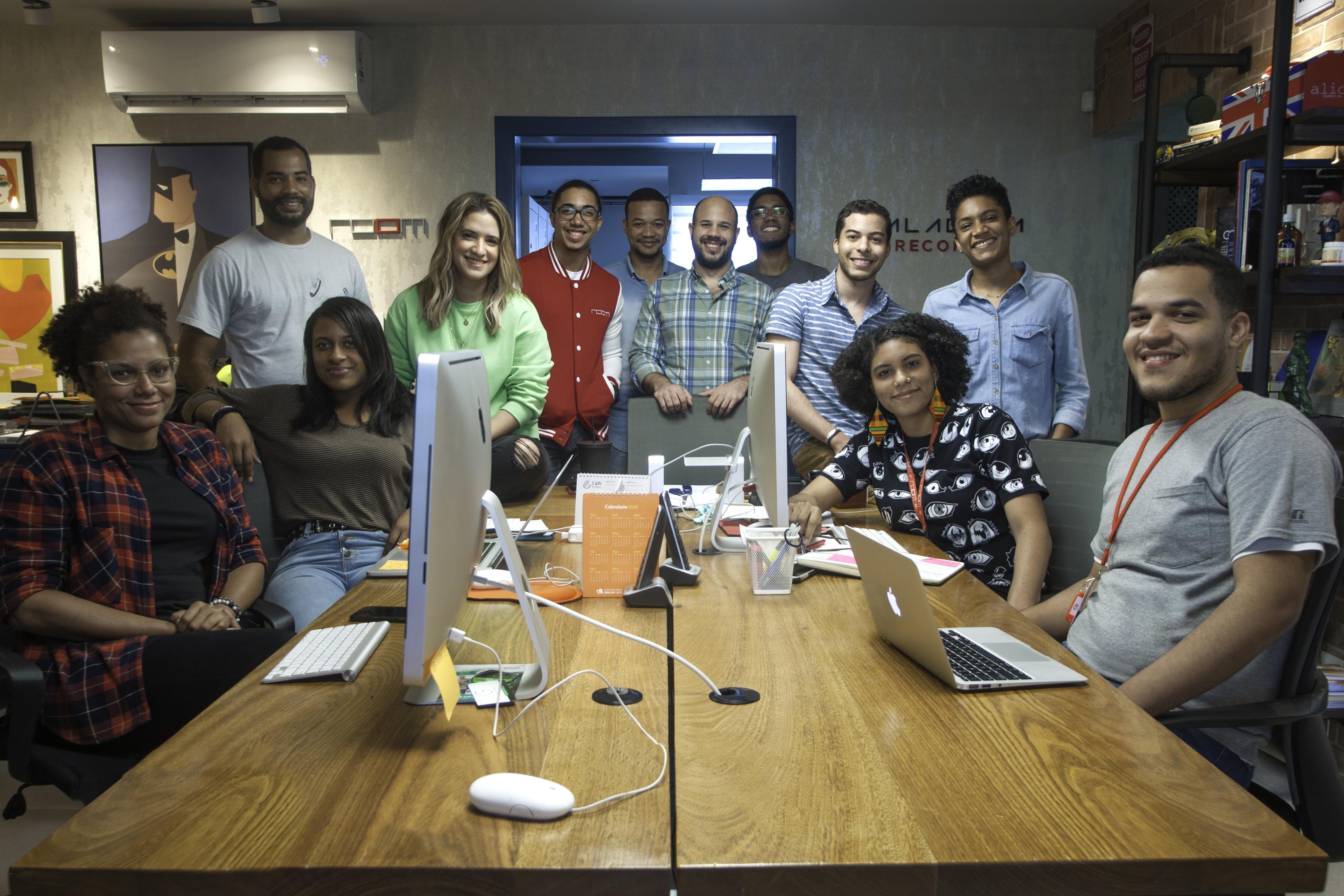 Joven Staff de Room Grupo Creativo