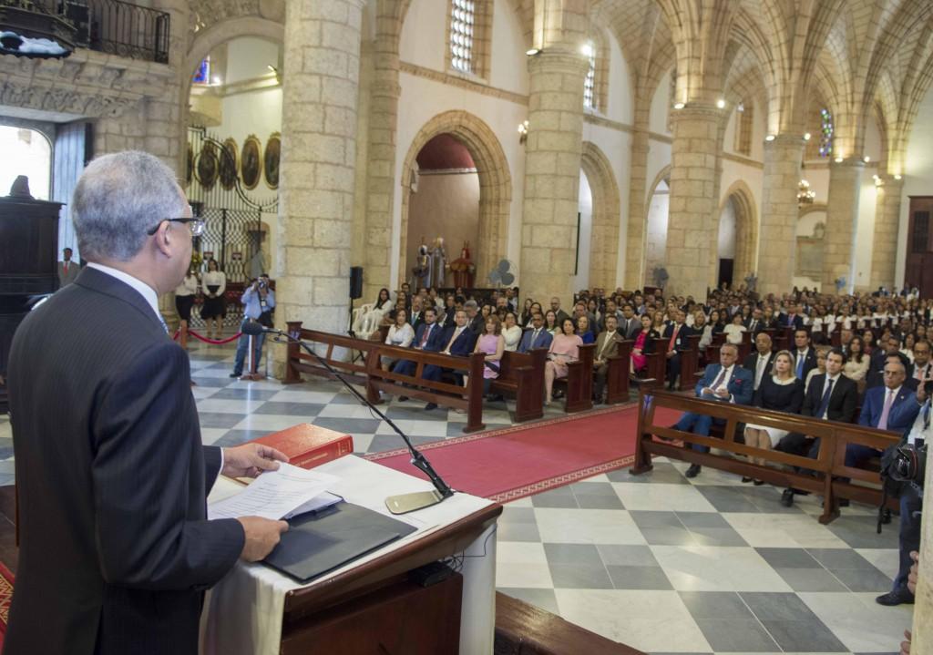 administrador general de Banreservas, Simón Lizardo Mézquita, da las gracias en la Eucaristía por el 78º. Aniversario de esta entidad financiera.
