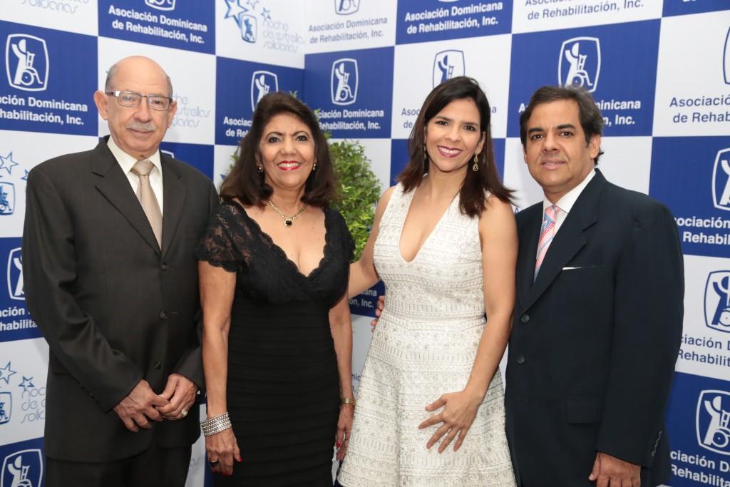 José Suarez, Lilian Peña de Suarez, Erika Suarez y Héctor García.