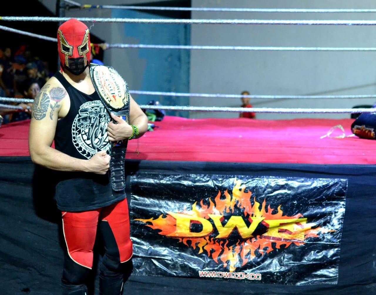 El Rey Kaoz, estrella de la lucha libre dominicana.