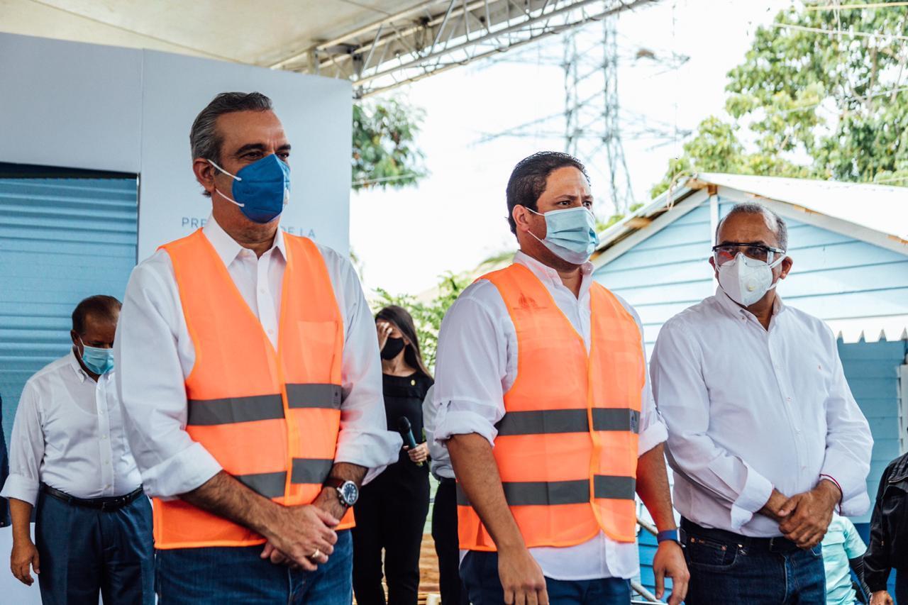 Luis Abinader. presidente de la República y Carlos Bonilla, director general del INVI.