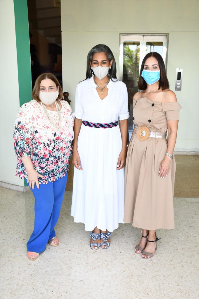 Mirna Pimentel, Rosa Arredondo y Claudine Nova.