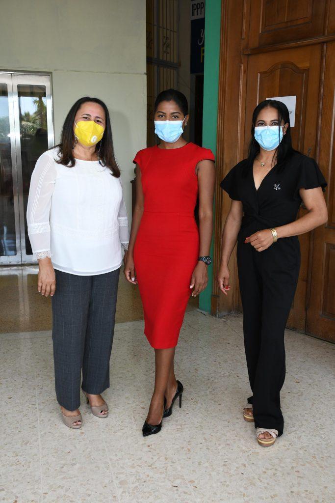 Yosarah Fernández, Melanina Brito y Deyanira González.