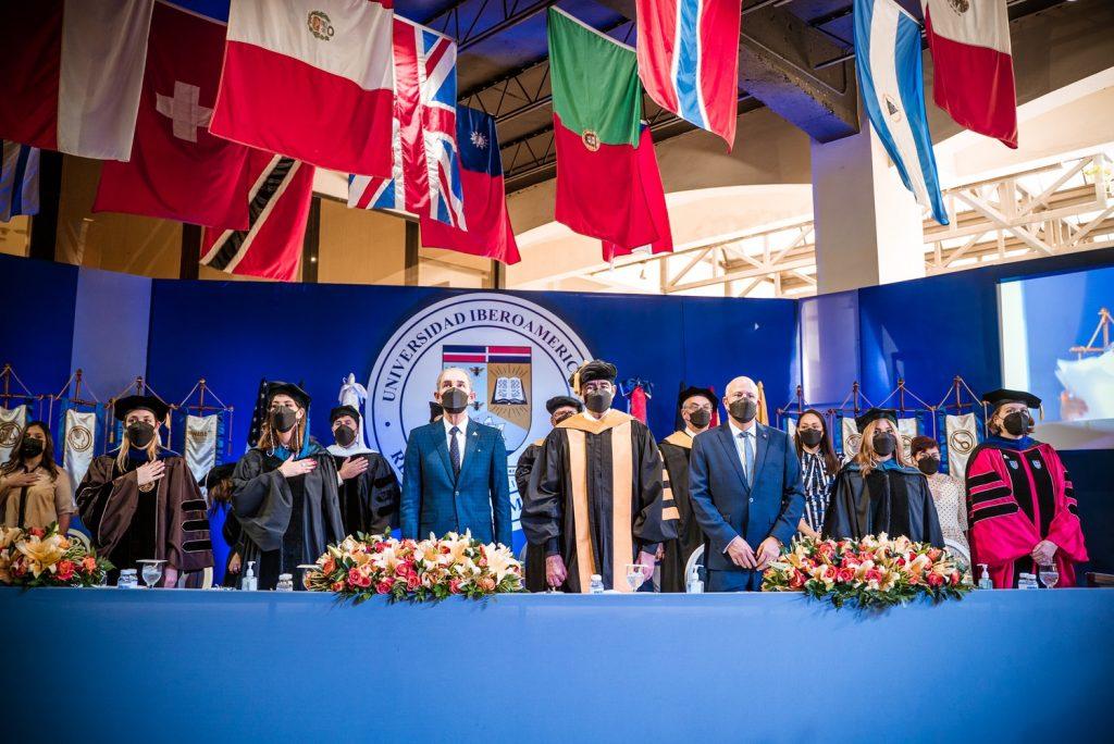 Autoridades académicas durante el inicio formal de la Quincuagésima Primera Graduación Ordinaria Unibe.